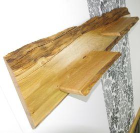 Holzbretter mit rinde